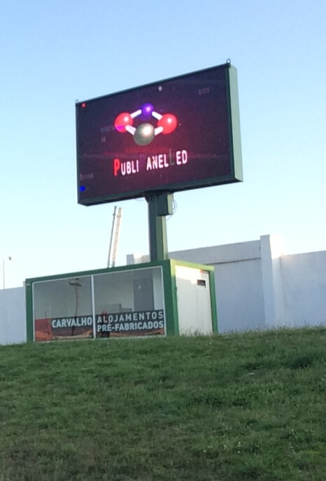 16 Vila do Conde (campo de futbol Rio Ave)- Portugal; pantalla de 20 m2