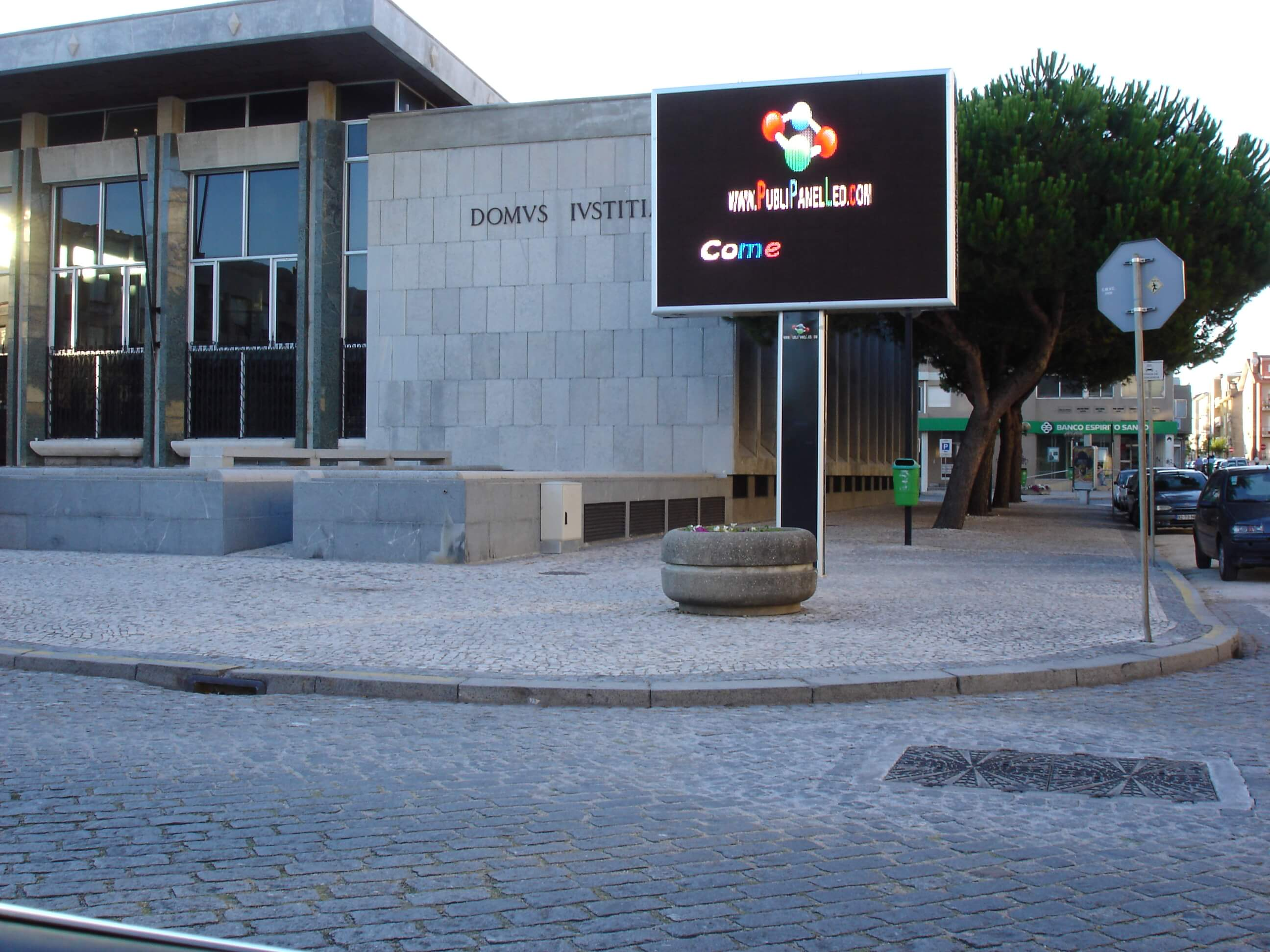 3 Vila do Conde (frente a Tribunal)- Portugal; monoposte de 7,2 m2